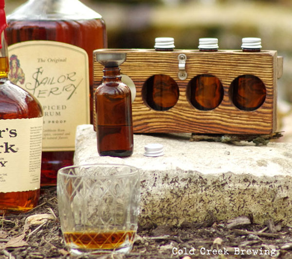 Whiskey Gift Idea: Mini Travel Bar