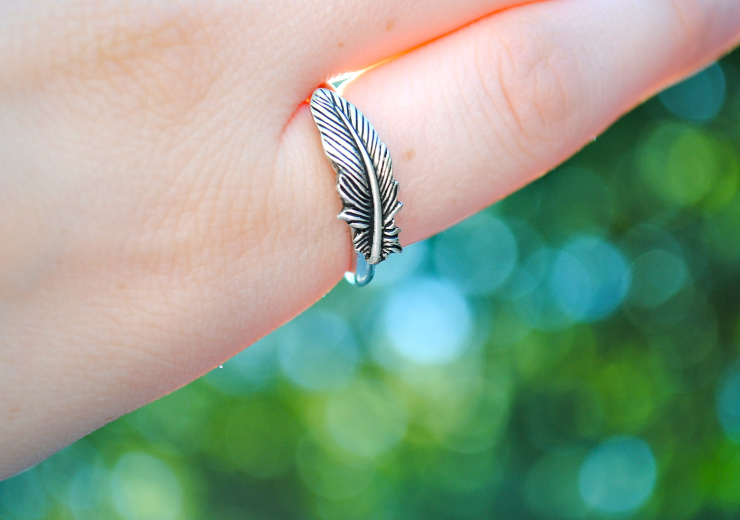 Beautiful and elegant silver feather ring