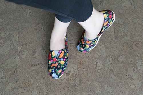 Top view of the Cat Flower casual shoes